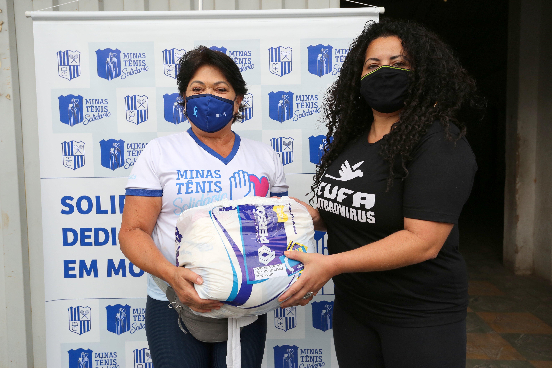 A voluntária do PMTS Celinha Oliveira e Patrícia Alencar, representante da CUFA-Minas. Foto: Orlando Bento