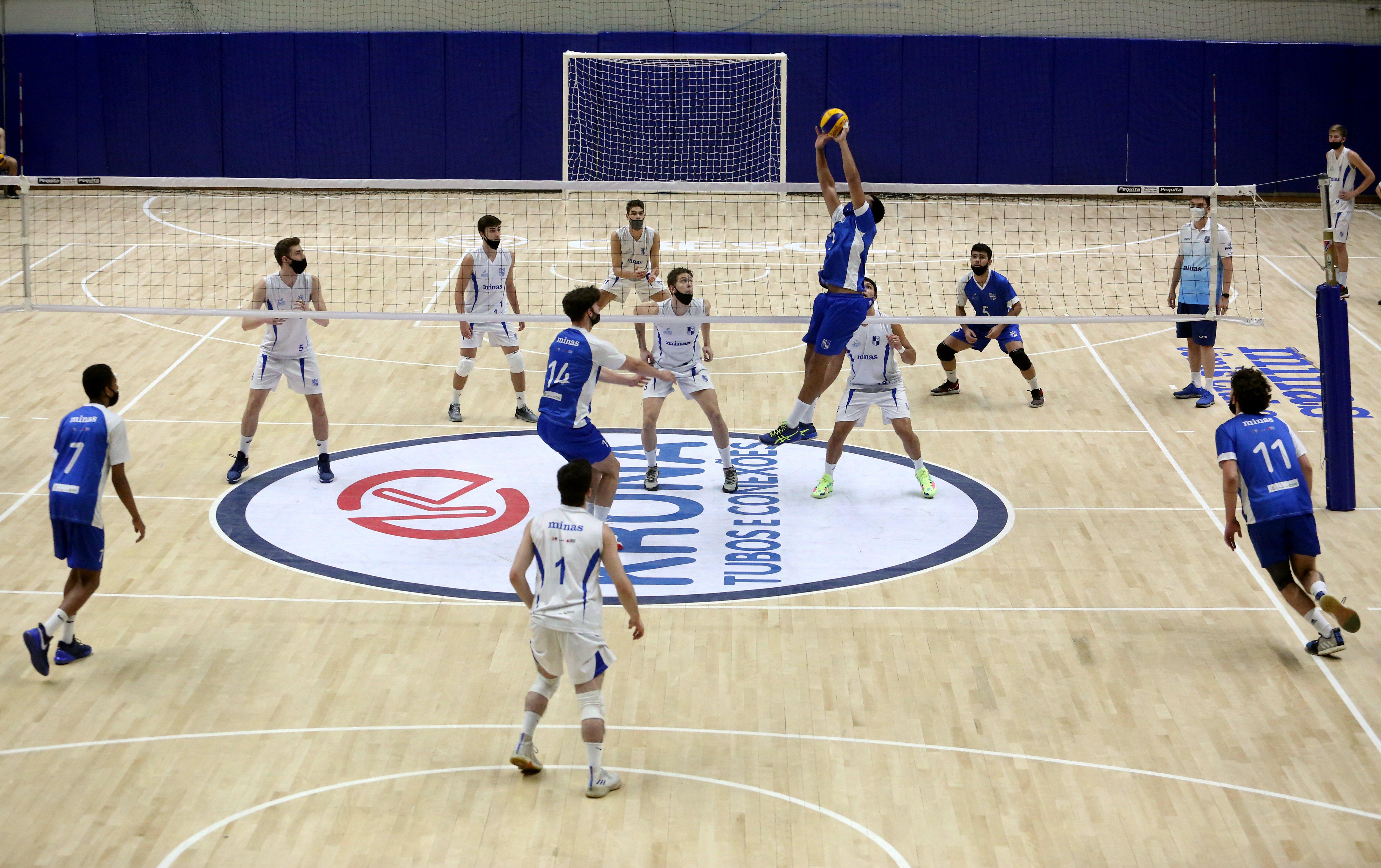 Atletas da base do vôlei masculino disputaram recentemente o Torneio Interno Nery Tambeiro