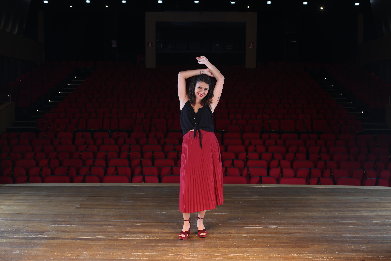 A cantora Bárbara Barcellos abre a edição 2021 do Sarau Minas Tênis Clube cantando Bituca. Foto: Orlando Bento