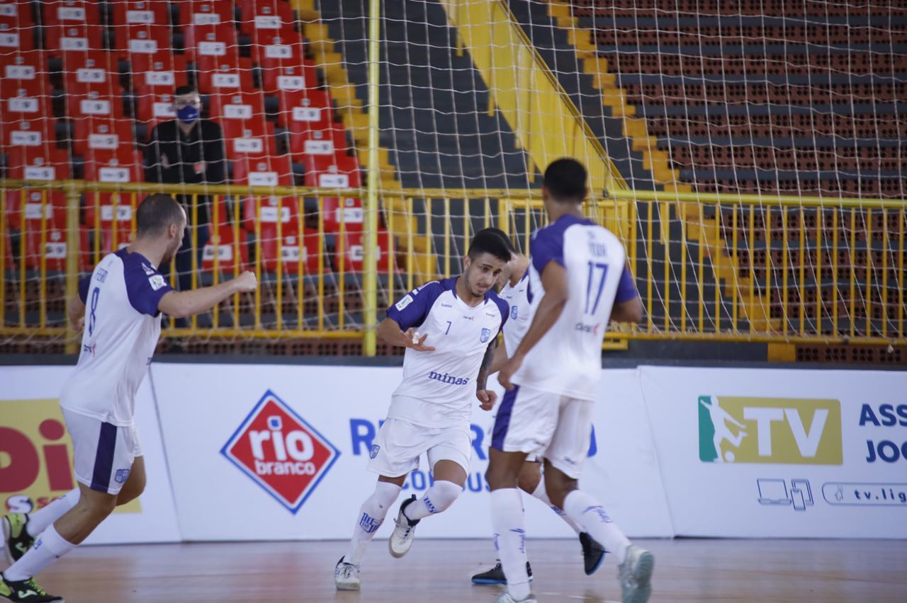 Ala Léozinho foi o autor do gol minastenista (Foto: Alisson Lima/Campo Mourão)