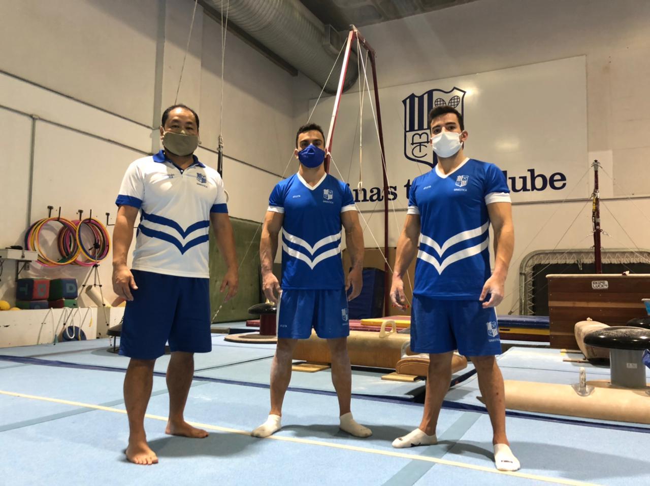 Técnico Ricardo e os ginastas Caio e Lucas participam de treinamentos com a seleção no RJ (Foto: Divulgação/MTC)