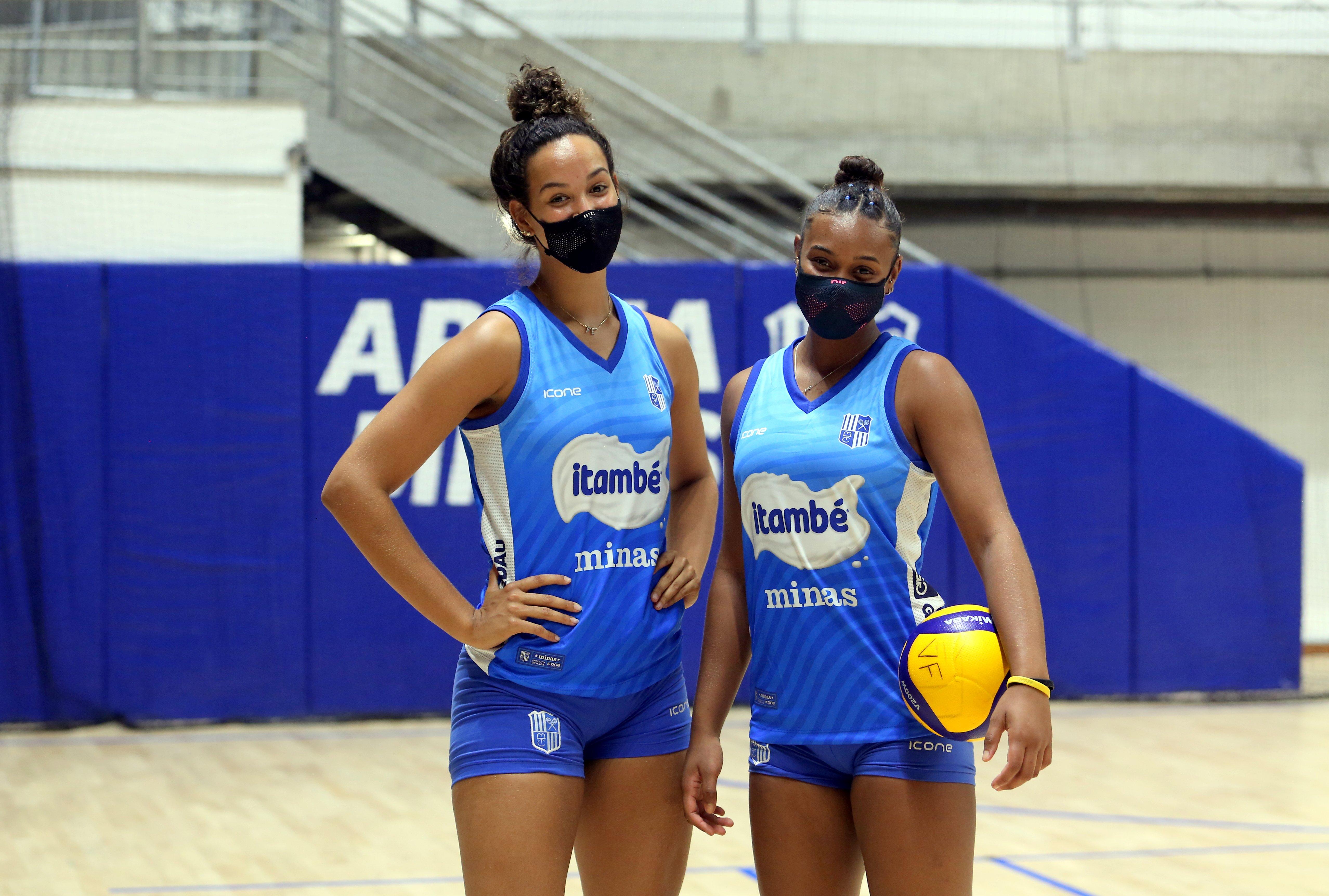 Rebeca e Luiza durante treino do Itambé/Minas (Foto: Orlando Bento/Minas Tênis Clube)