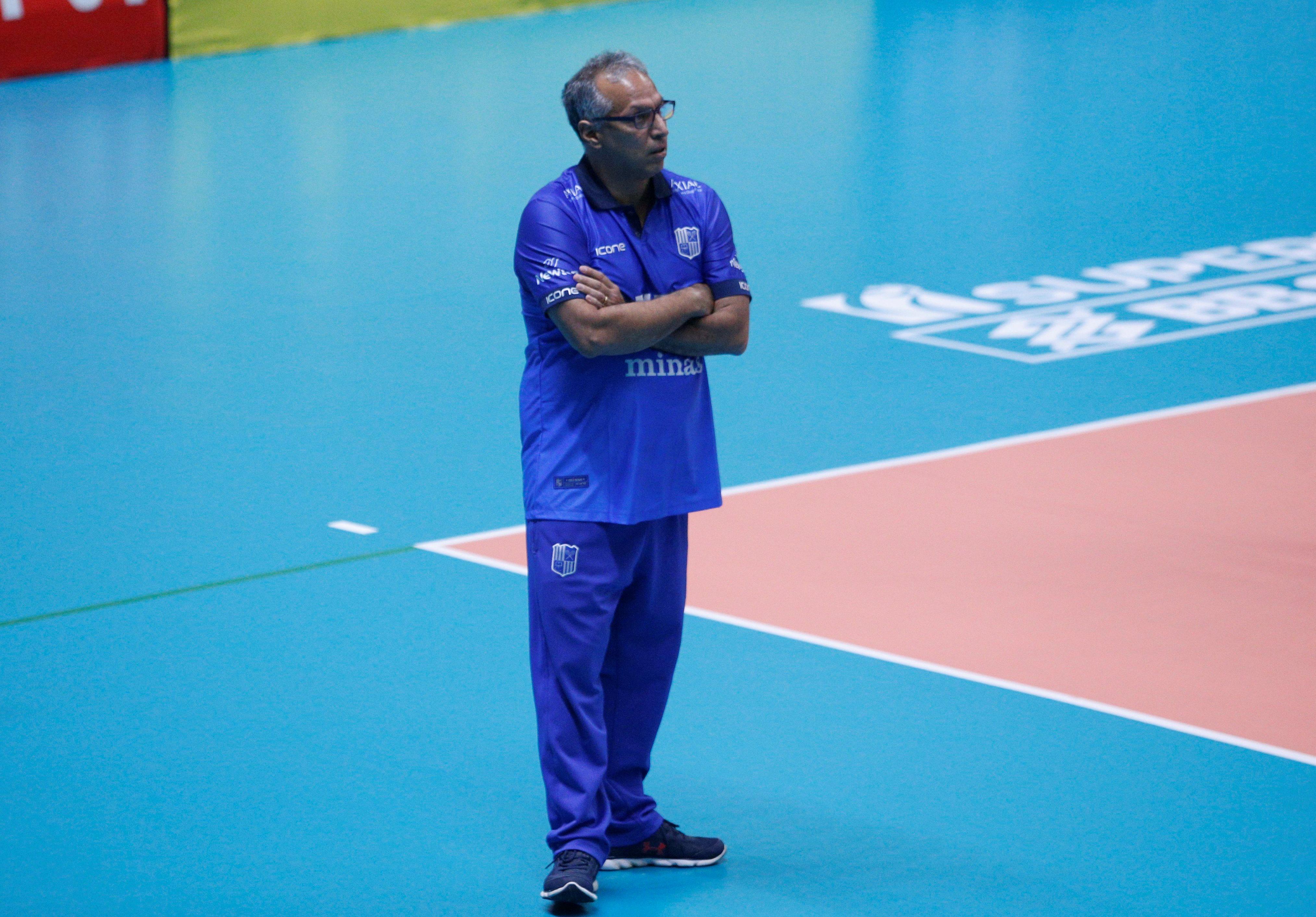 Técnico Nery Tambeiro espera equipe concentrada para as semifinais