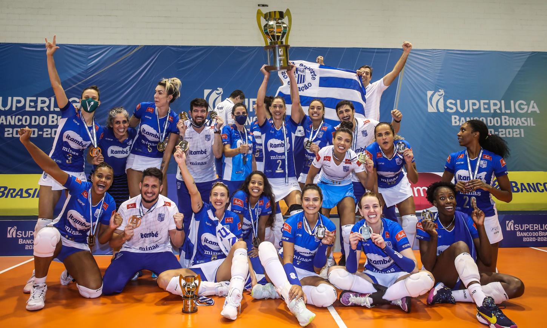 Equipe minastenista soltou o grito de campeão da Superliga 2020/21 (Foto: Wander Roberto/CBV)