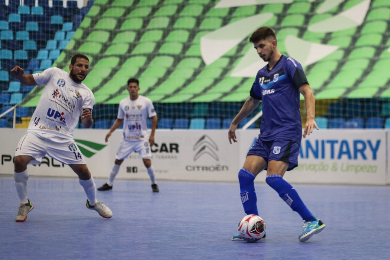 Ala Lion marcou dois gols e deu uma assistência (Foto: Leonardo Hübbe)