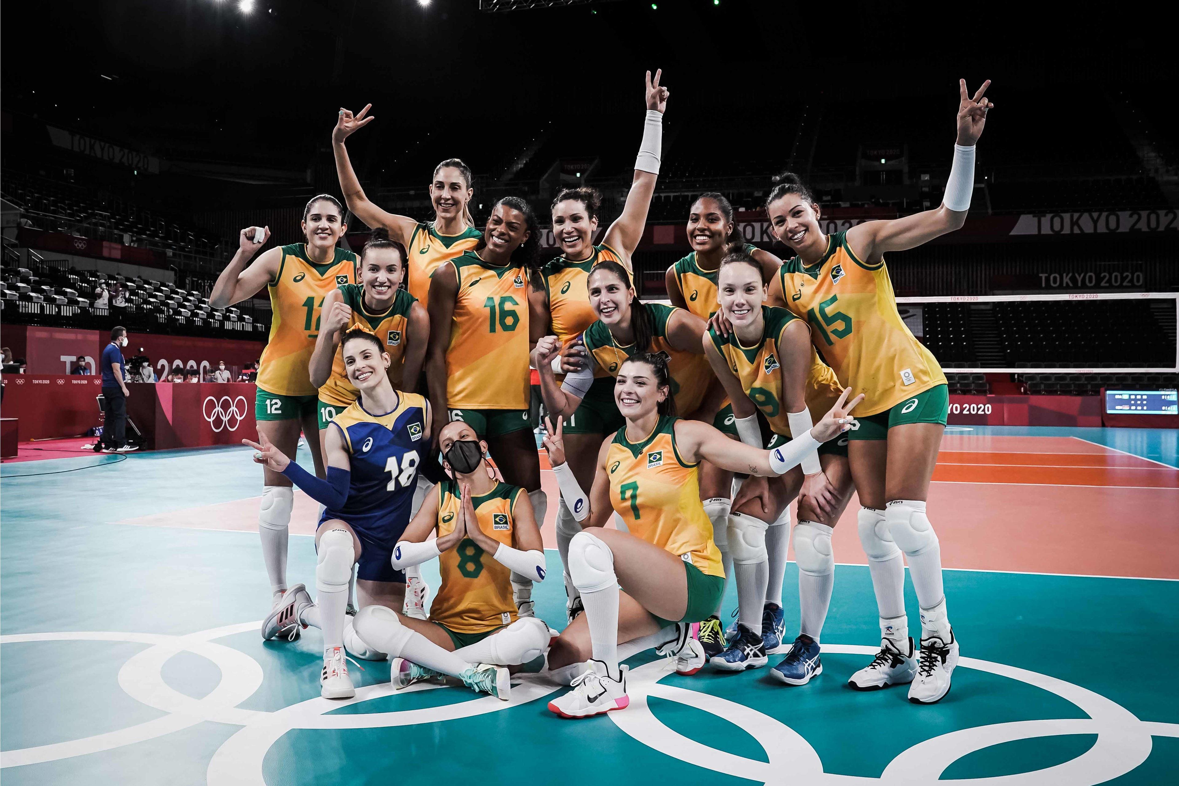 Macrís ressaltou apoio das companheiras de equipe (Foto: Divulgação/FIVB)