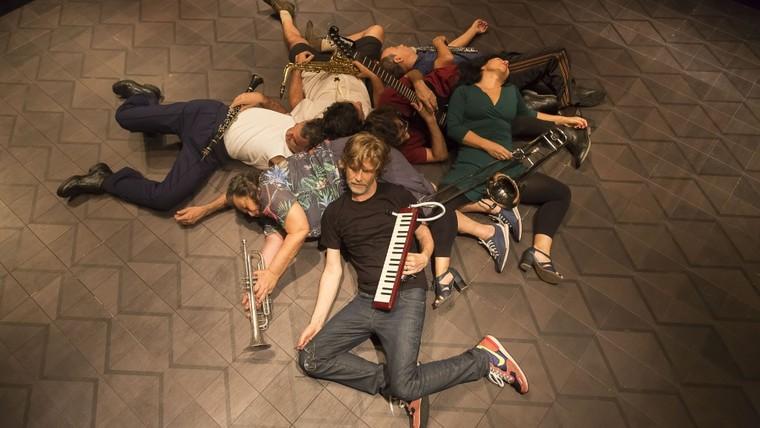 """Na edição 2019 da Campanha, o Teatro recebeu o Grupo Galpão em dois espetáculos, """"Nós"""" e """"De tempo somos – Um Sarau do Grupo Galpão"""". Foto: Guto Muniz"""