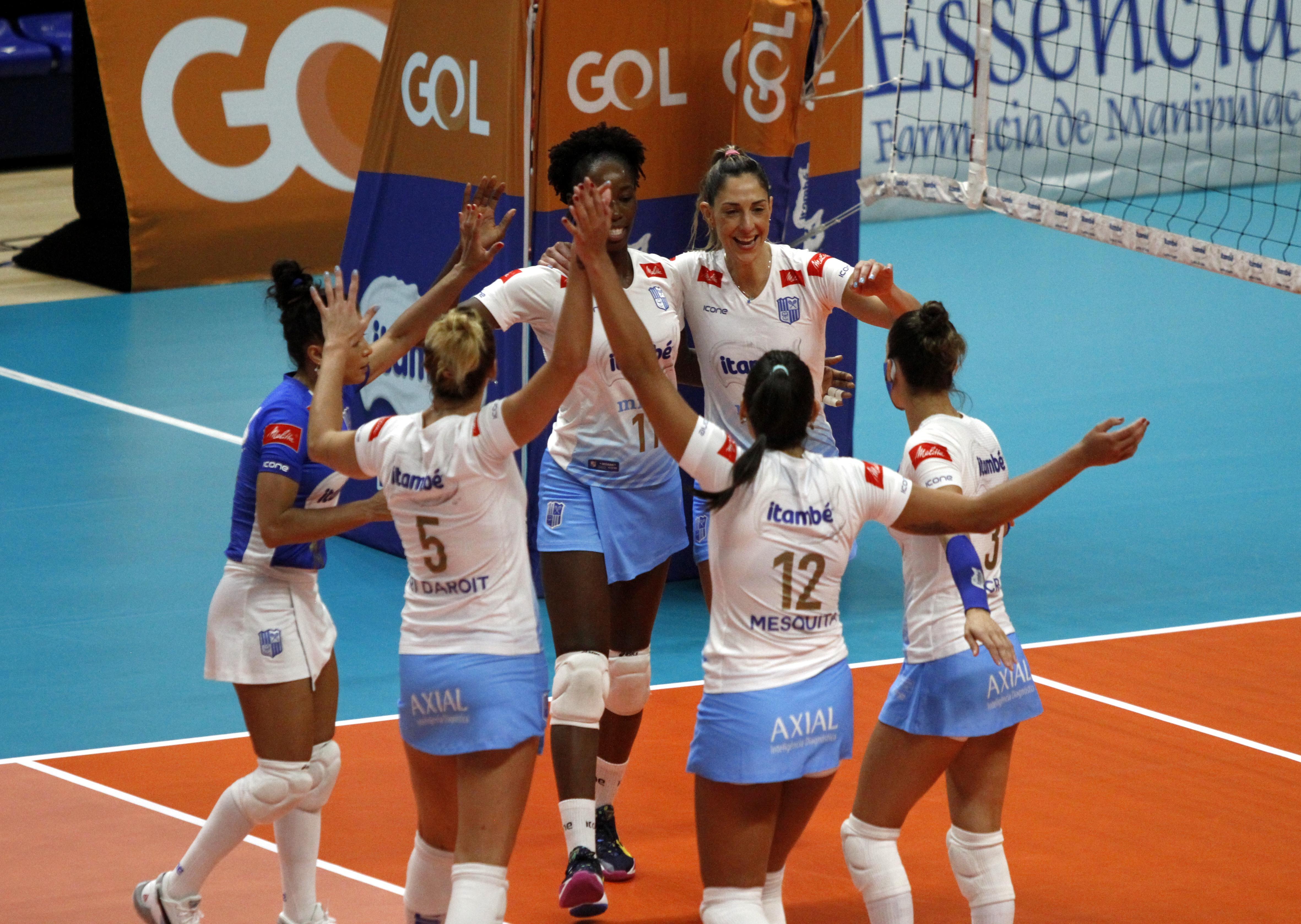 Itambé/Minas comemora a vitória na primeira partida das quartas / Fotos: Ignácio Costa/MTC