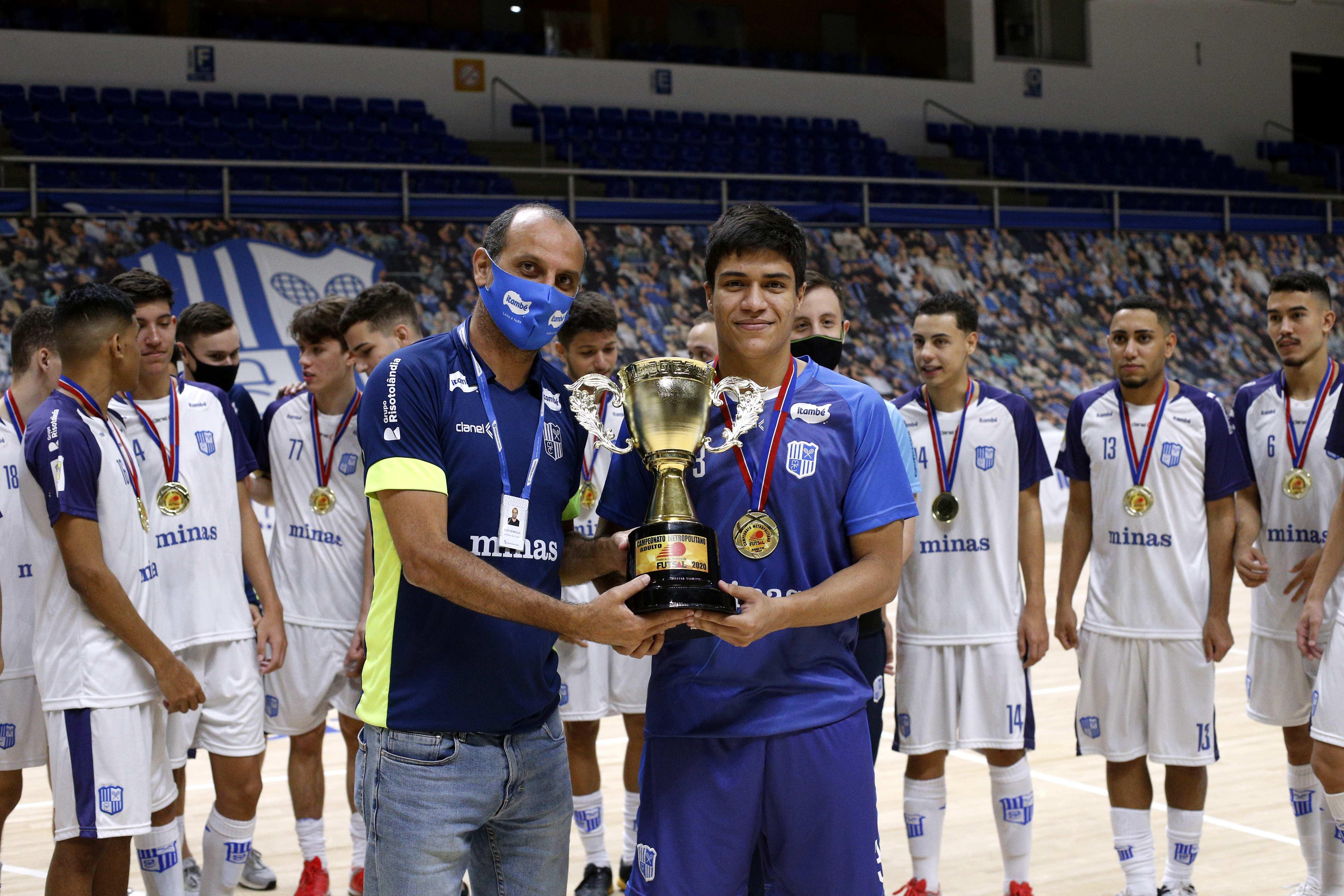 Lucão, que também atua na Liga Nacional de Futsal, é uma das referências deste jovem elenco (Foto: Orlando Bento/Minas Tênis Clube)