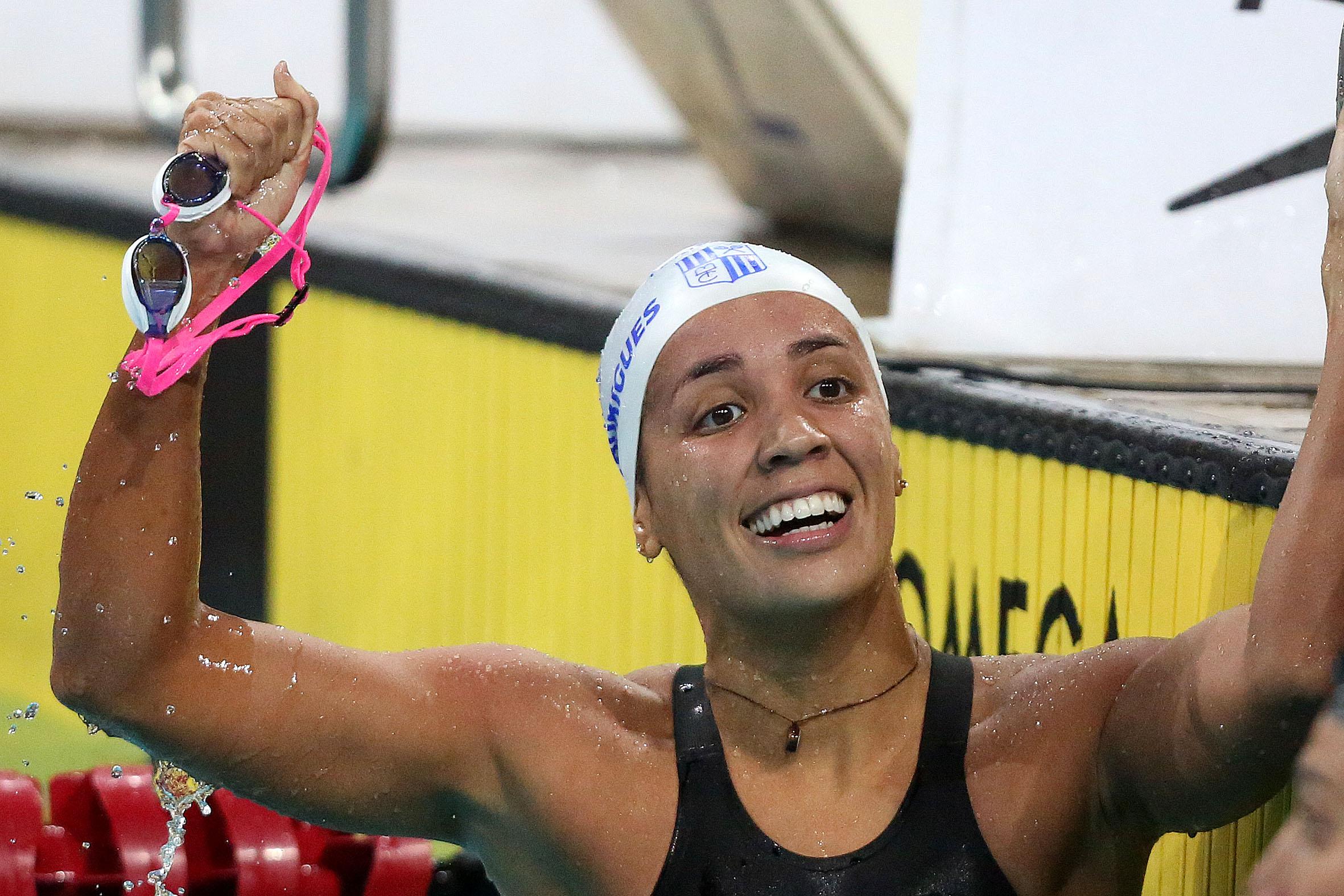 Aline Rodrigues comemorou muito o resultado dos 200m livre