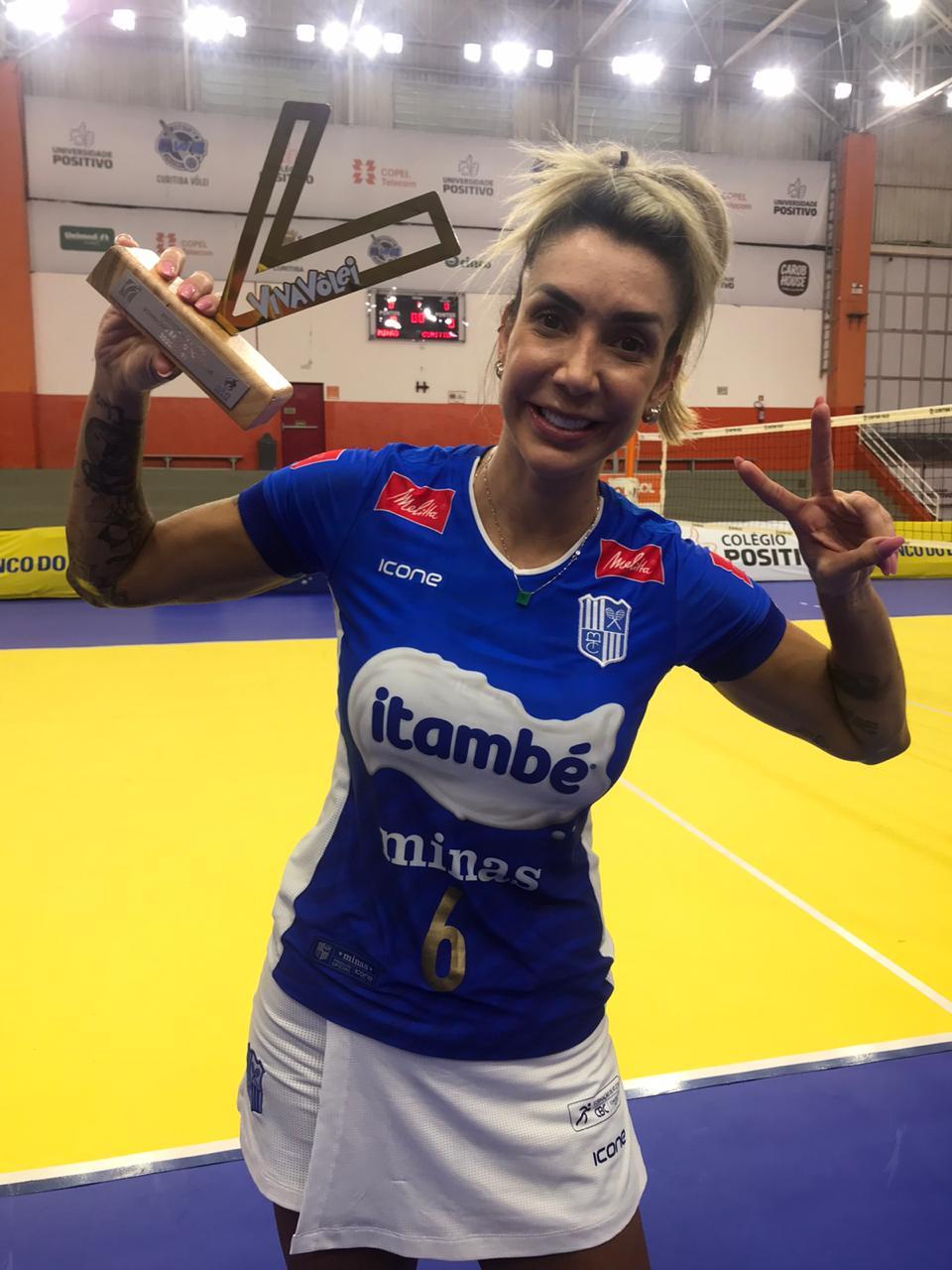 Com 19 pontos e melhor em quadra, Thaisa levou mais um Troféu Viva Vôlei (Foto: Divulgação/MTC)