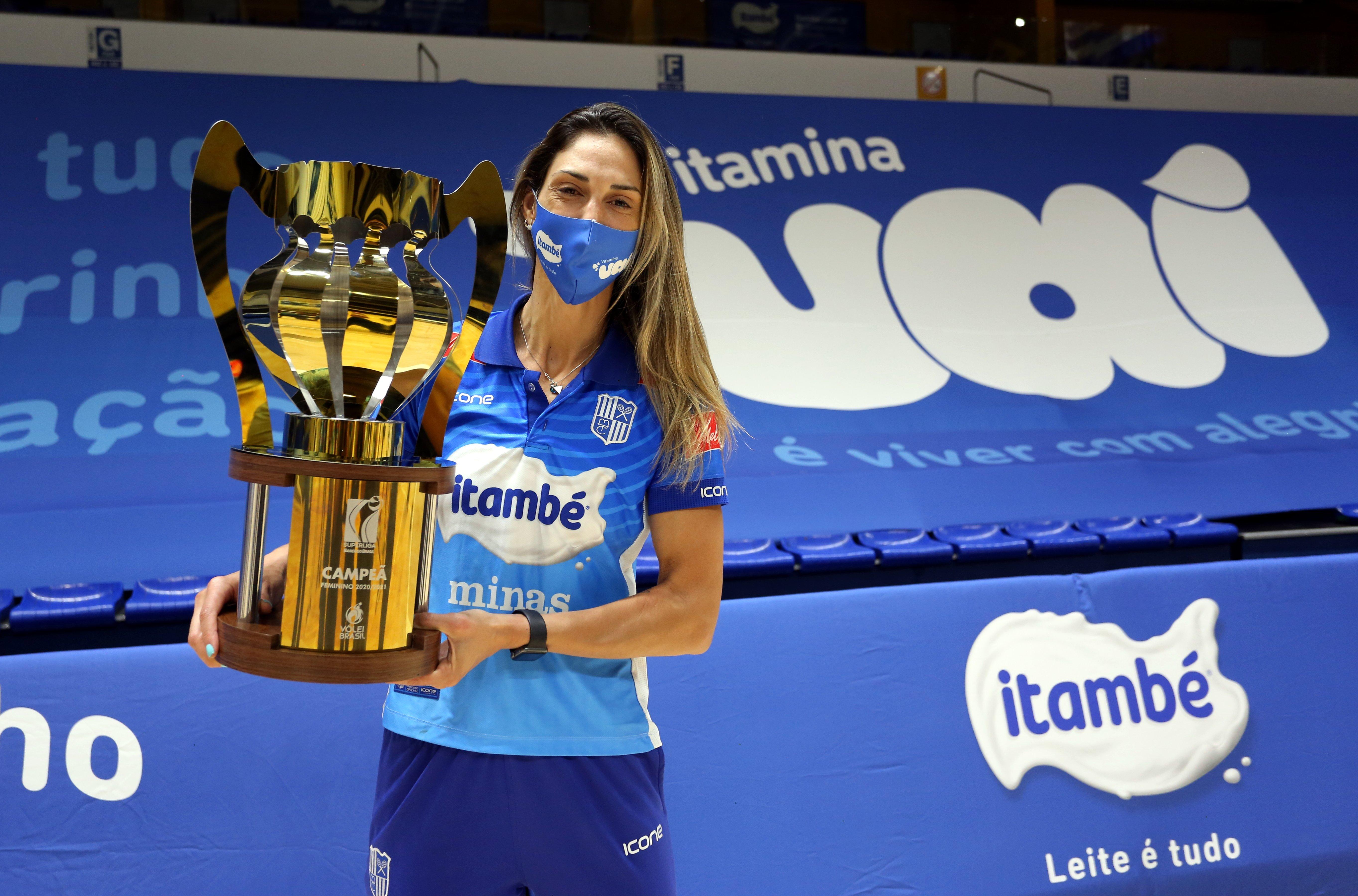 Carol conquistou o segundo título com a camisa da Superliga Feminina (Foto: Orlando Bento/MTC)