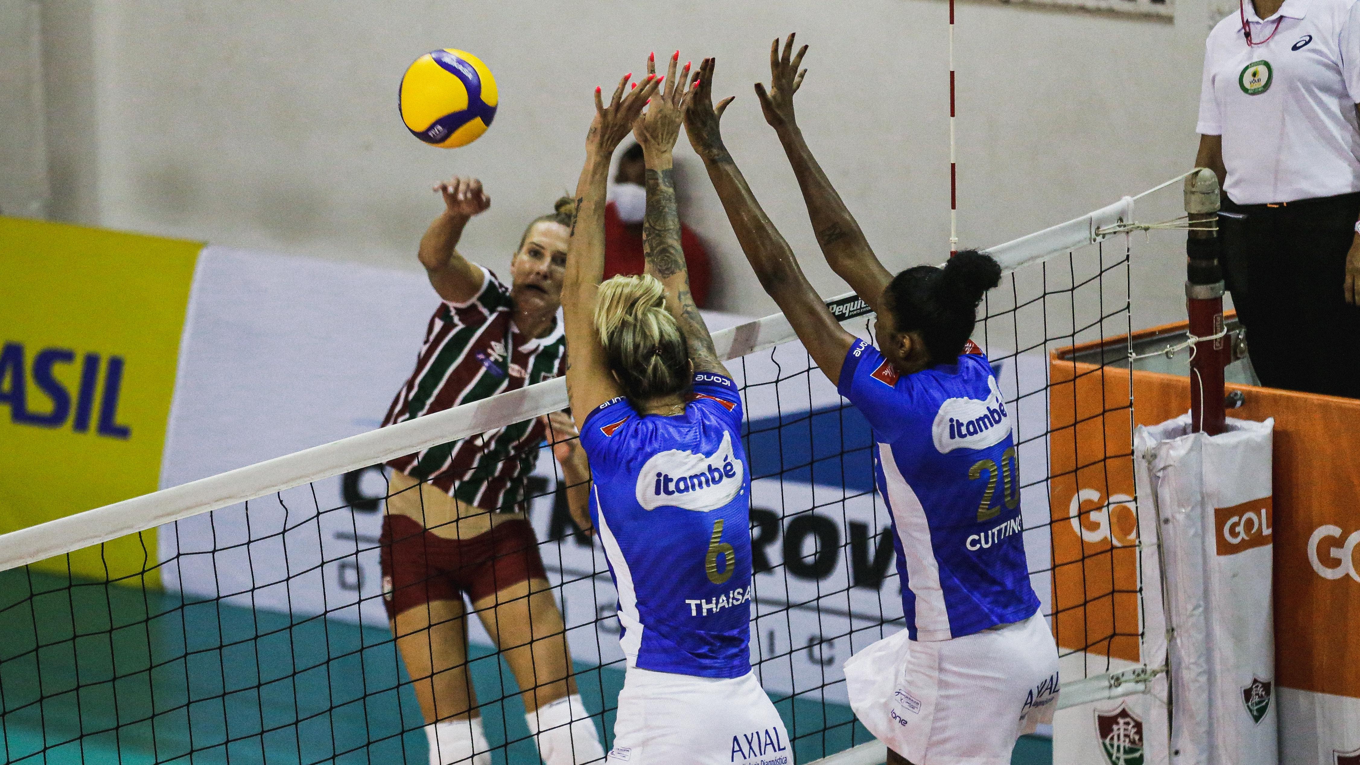 Thaisa e Cuttino foram as principais pontuadoras do jogo (Foto: Lucas Merçon/Fluminense F.C.)