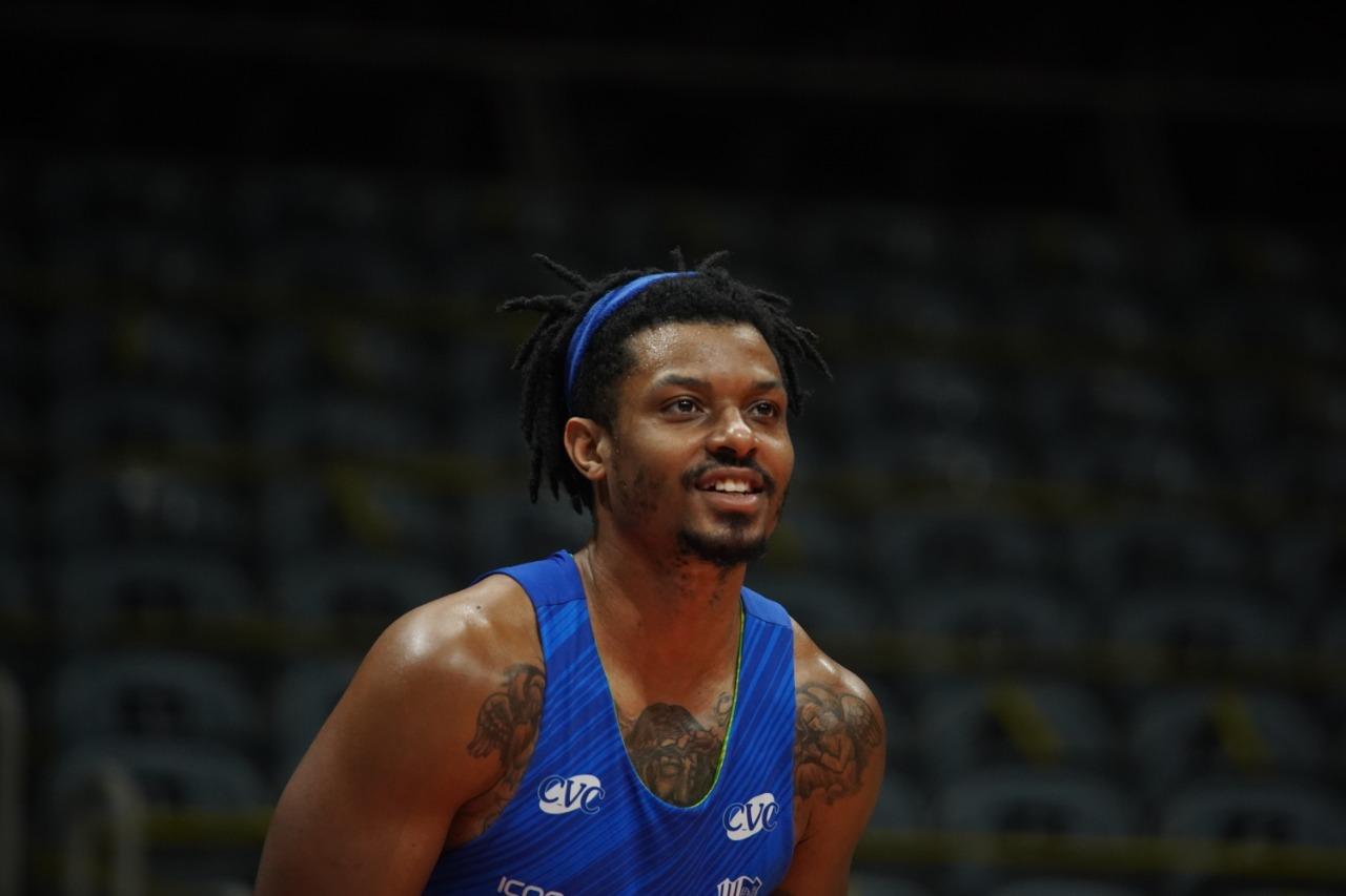 Shaq vestirá a camisa minastenista pela segunda temporada (Foto: Divulgação/LNB)