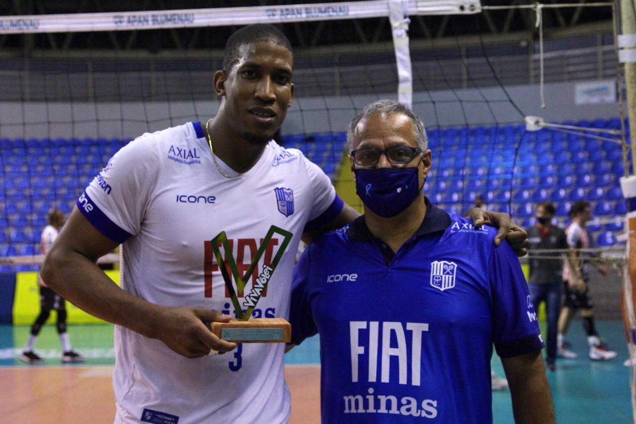"""Oposto Escobar está """"colecionando"""" troféus nesta edição da Superliga"""