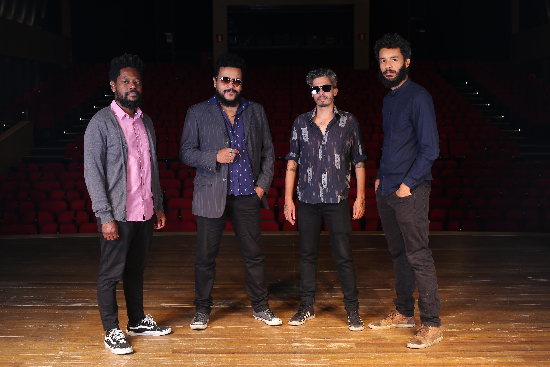 A banda Diplomattas faz homenagem ao cantor Cassiano no Sarau do Minas Tênis Clube. Foto: Orlando Bento