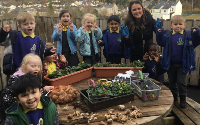 Mrs Colhoun's class planting bulbs while learning all about the the letter and sound 'P'