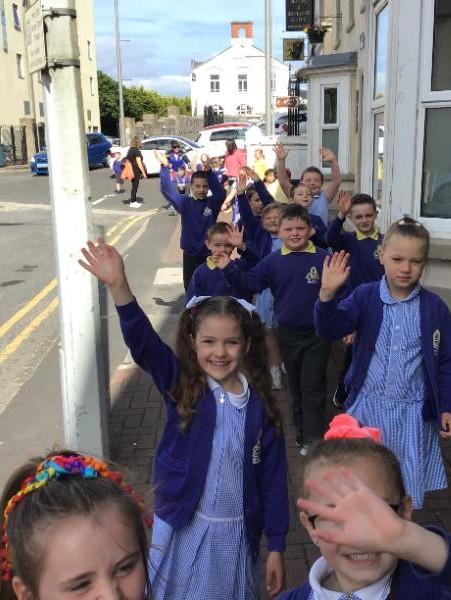 P3 enjoy their sponsored walk around Enniskillen