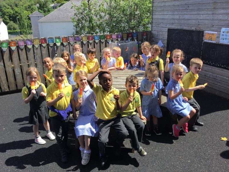 P1 enjoy an ice lolly to help them cool off after their sponsored walk