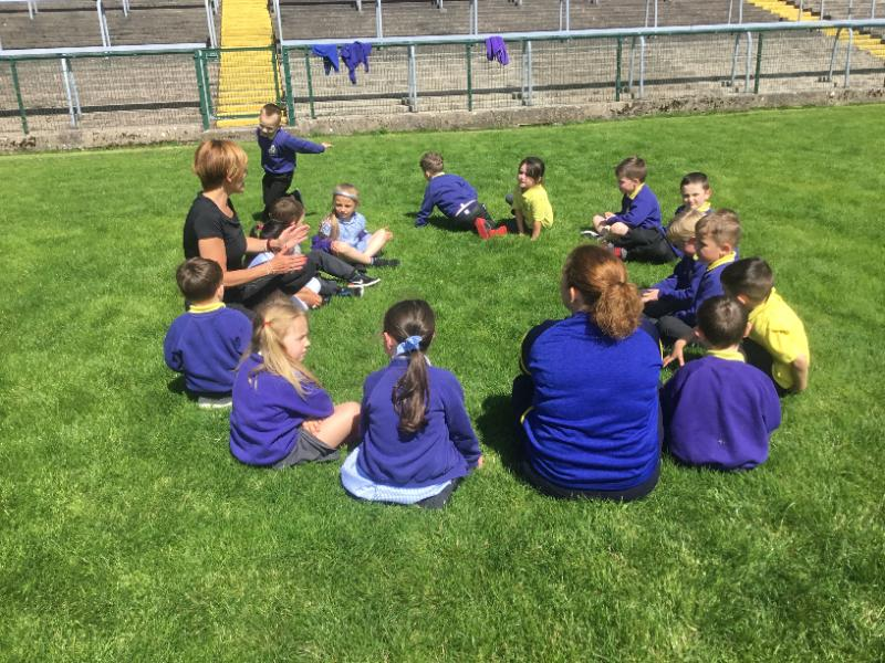 P1 enjoy their sponsored walk: Mrs McMenamin's class enjoy a break at Brewster park