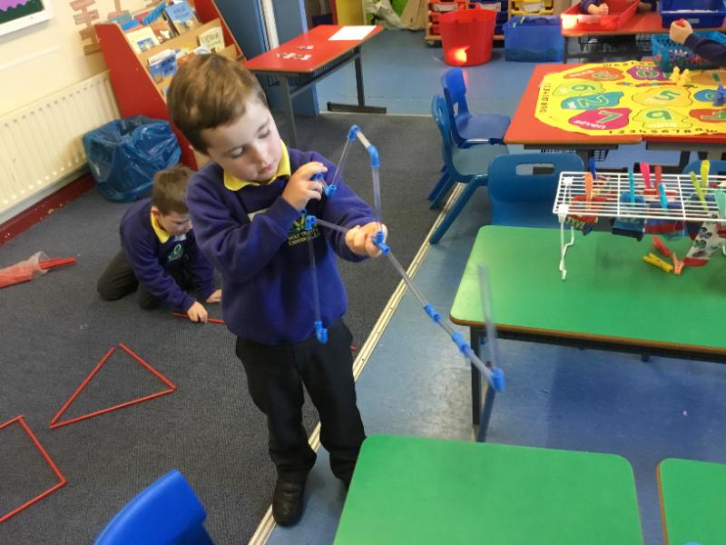 Mrs Fee's P1 class: learning about shapes