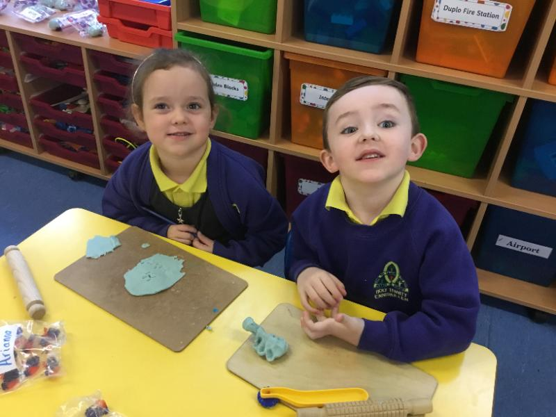 Mrs Fee's P1 class: making shapes