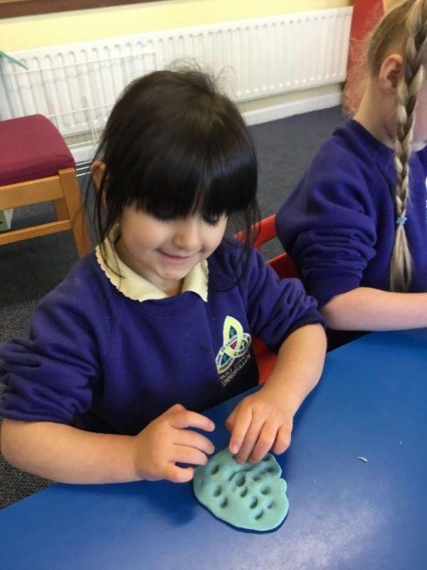 Mrs McCann's P1 Class: using Playdoh.