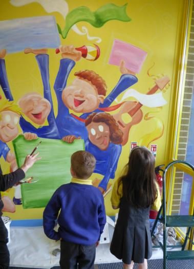 P1 Pupils enjoying the near complete mural at Mill Street