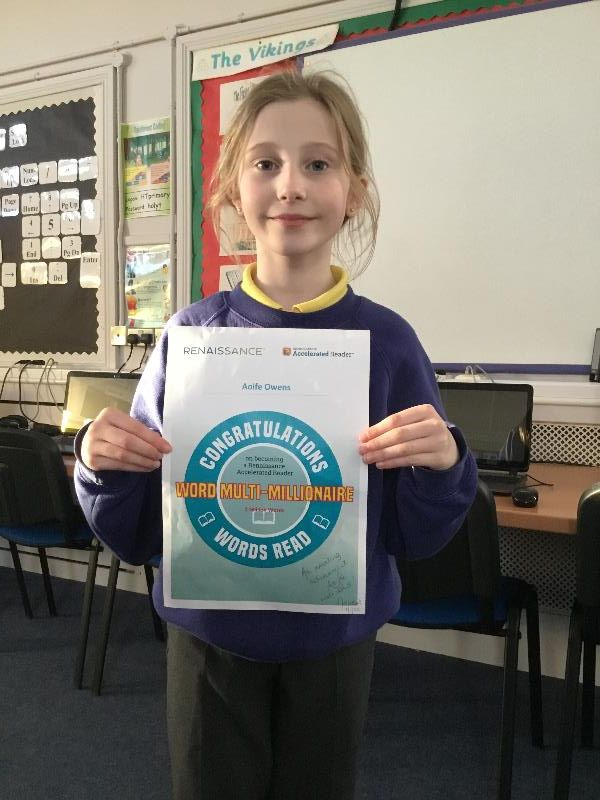 📖 Congratulations to Aoife who has become a Word Multi Millionaire. Keep up the great reading Aoife. 👏