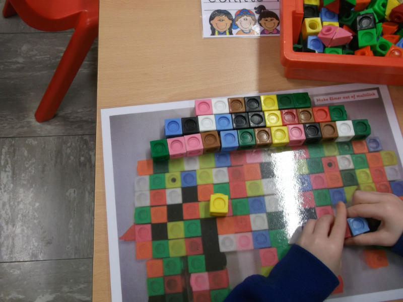 Making Elmer with cubes.
