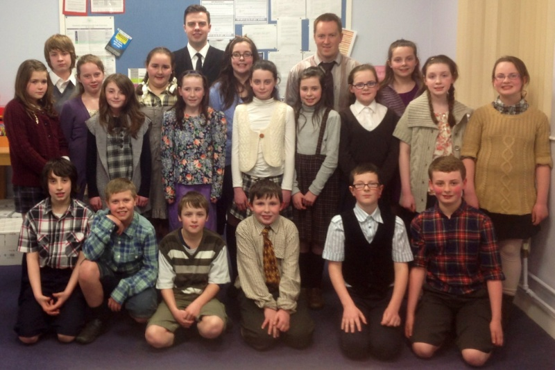 Mr Monaghan with his P7 pupils and Stuart from B.E.A.M