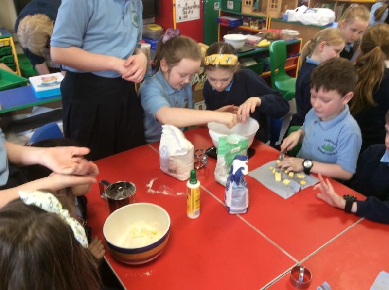 MAKING SHORTBREAD WITH FRUIT KEBABS