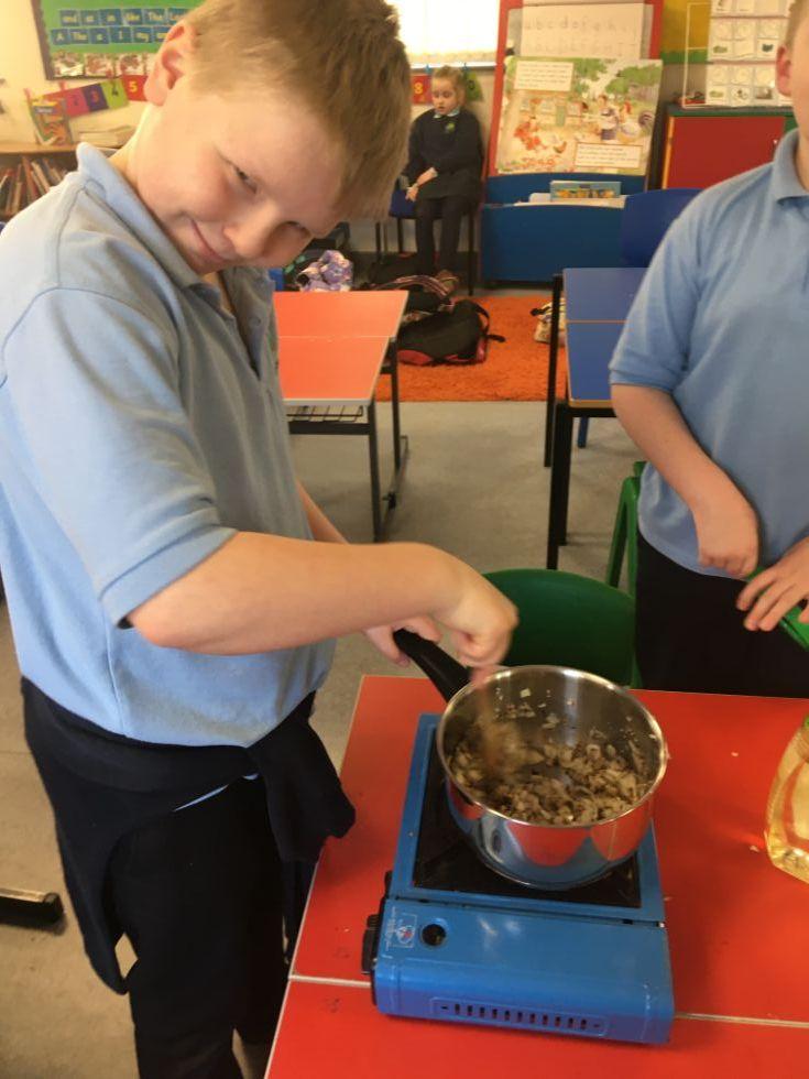 Cookery Club - Making Spaghetti Bolognaise