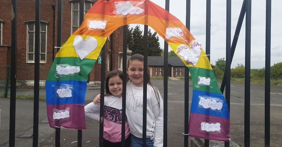 Wow! These sisters made a whole rainbow of hope for our school gates with messages for their classmates and teachers. Fabulous, girls! 🌈😊
