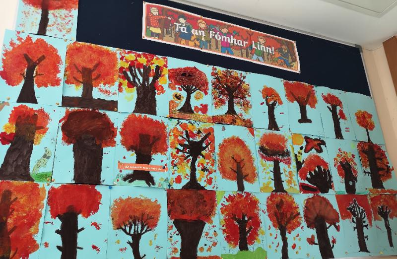 We created these beautiful autumnal trees using cotton wool, pegs and paint 🎨