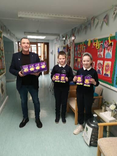 Gerard O' Hare presented eggs to the Primary Six and Seven children. Thank you !