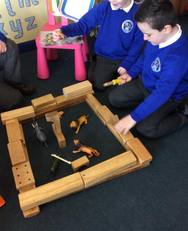 Making a zoo enclosure using wooden blocks