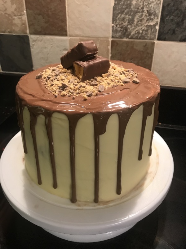 Ella was baking again😋😋😋 What a delicious looking cake😋😋