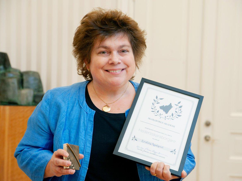Kristina Appelqvist med diplom för priset 2020 års Hedersskaraborgare