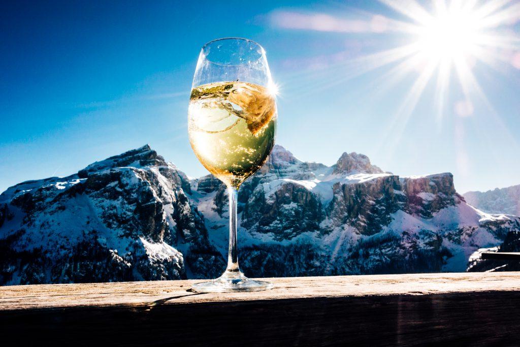 Apres Ski Dokomites Hugo drinking party mountains