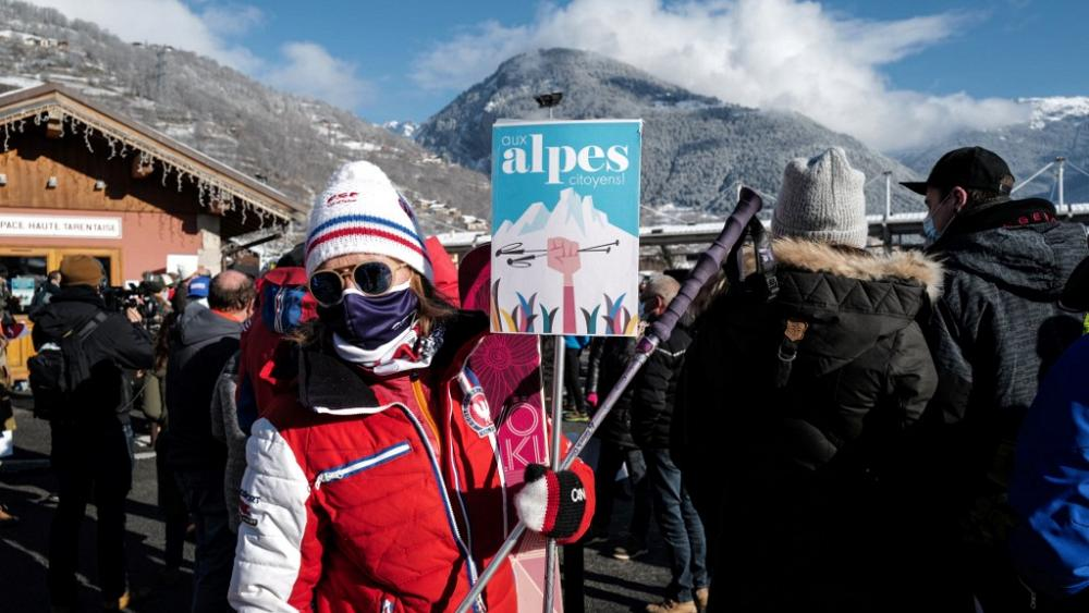 Ski instructor protesting closure of French ski resorts due to Covid 19