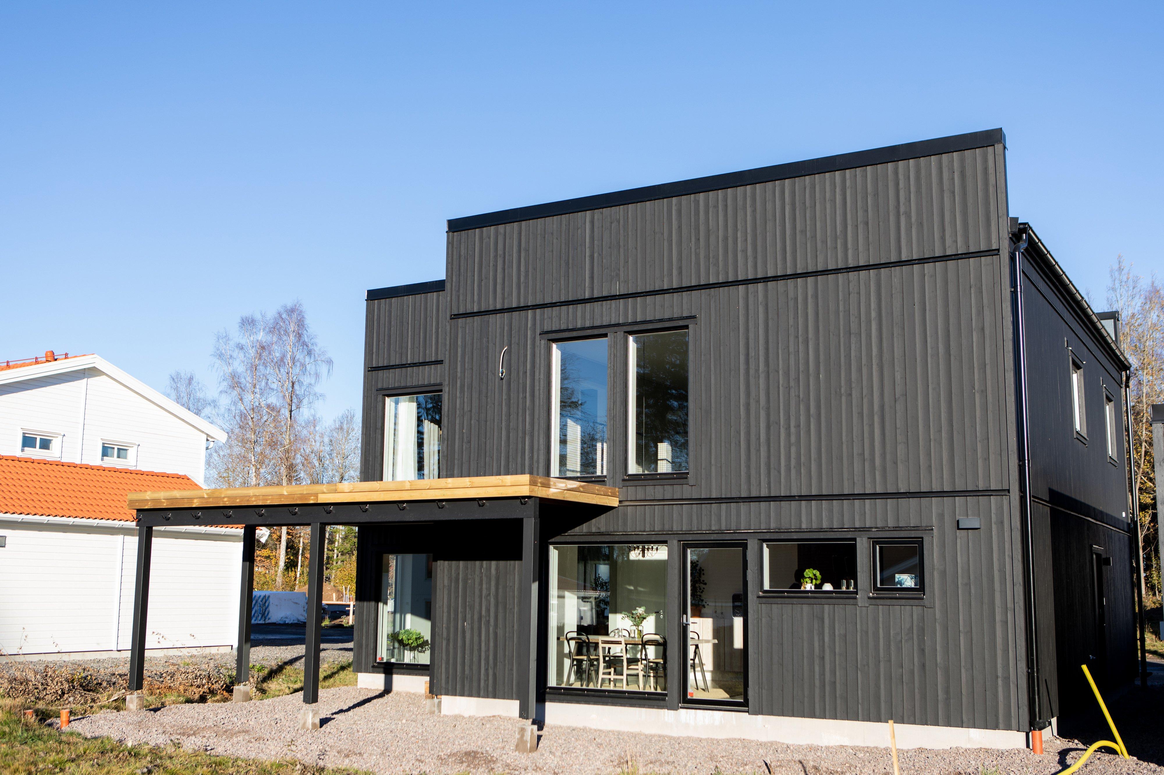 Baksida, stort fönster in till matsal — Villa Elofsson Skövdevillan