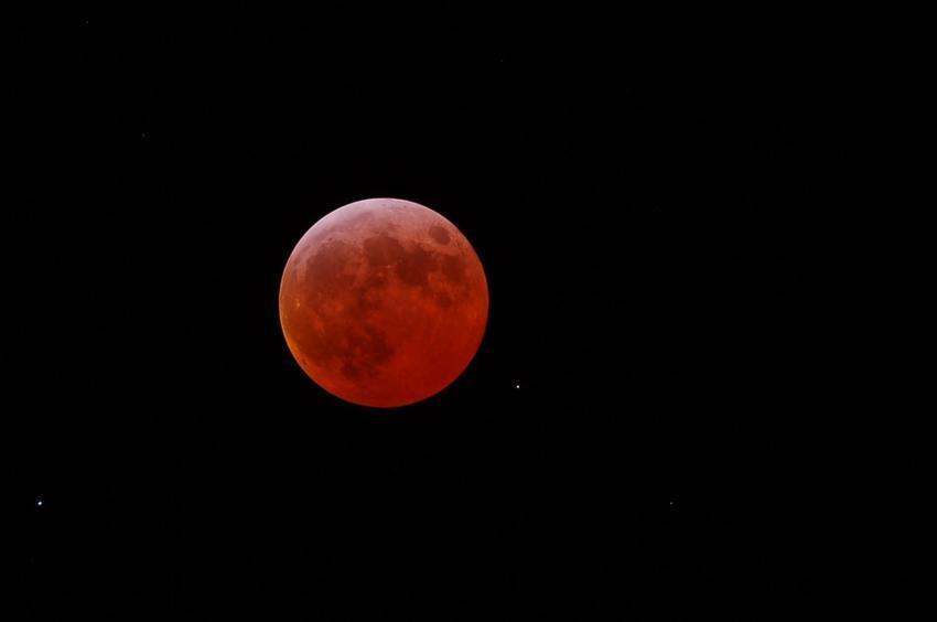 Lunar eclipse March 2007