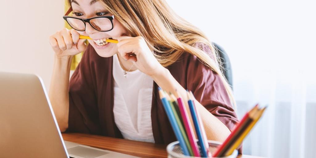 Programmieren lernen: Online-Kurs oder Präsenzkurs?