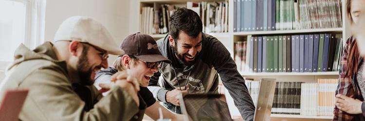 Išmok koduoti: kas geriau – online ar gyvi programavimo kursai?