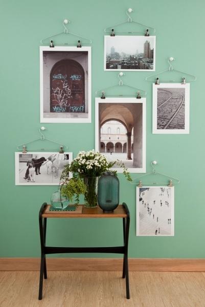 Déco murale - Posters accrochés au murs avec des cintres à pinces