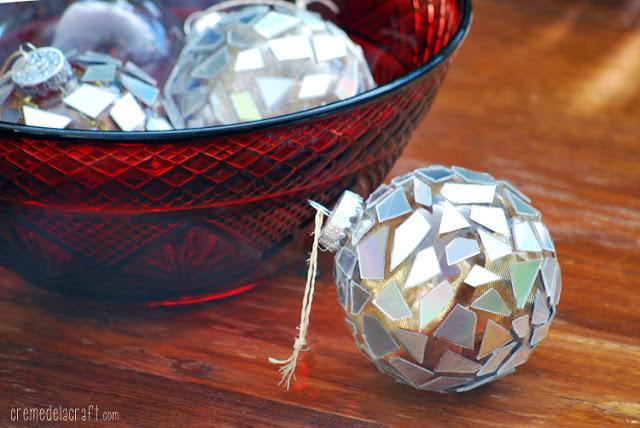 Décoration de Noël à faire soi-même : Boules de Noël avec des morceaux de CD