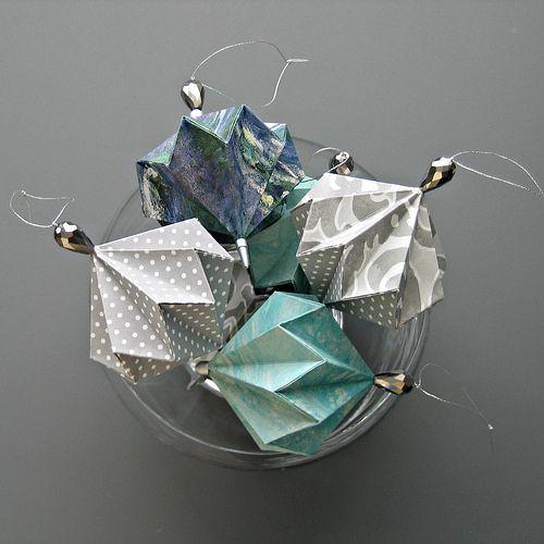 décoration de Noël à faire soi-même: boule de Noël en origami