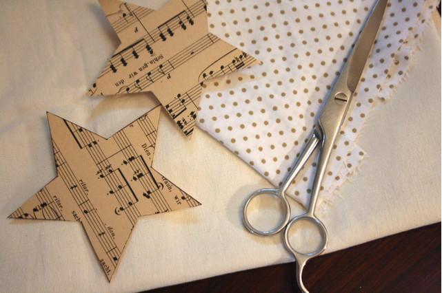 Décoration de Noël à faire soi-même : étoiles en papier récup