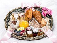 Plateau petit déjeuner fête des mères : la surprise au réveil !